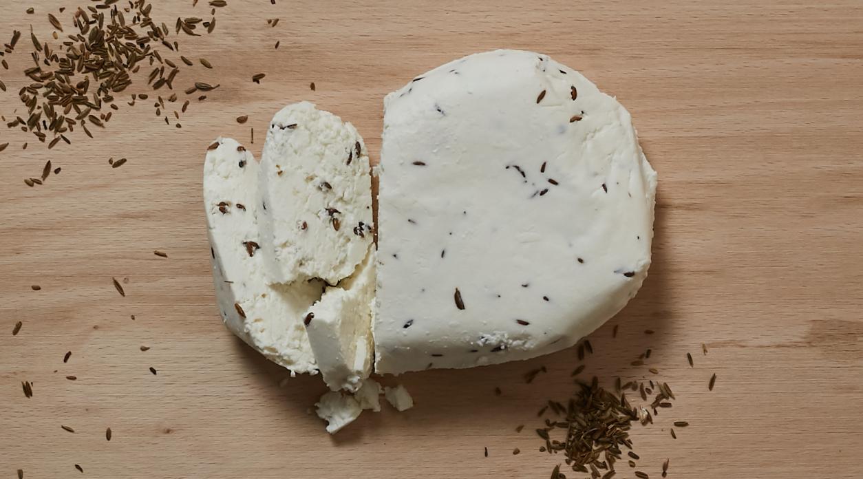 Творожный сыр «Артесаналь» с тмином 50% жирности