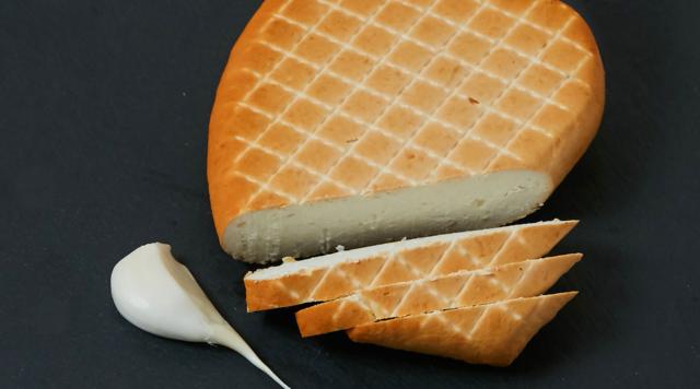 Творожный сыр копченый с чесноком «Крафтъ» 50% жирности